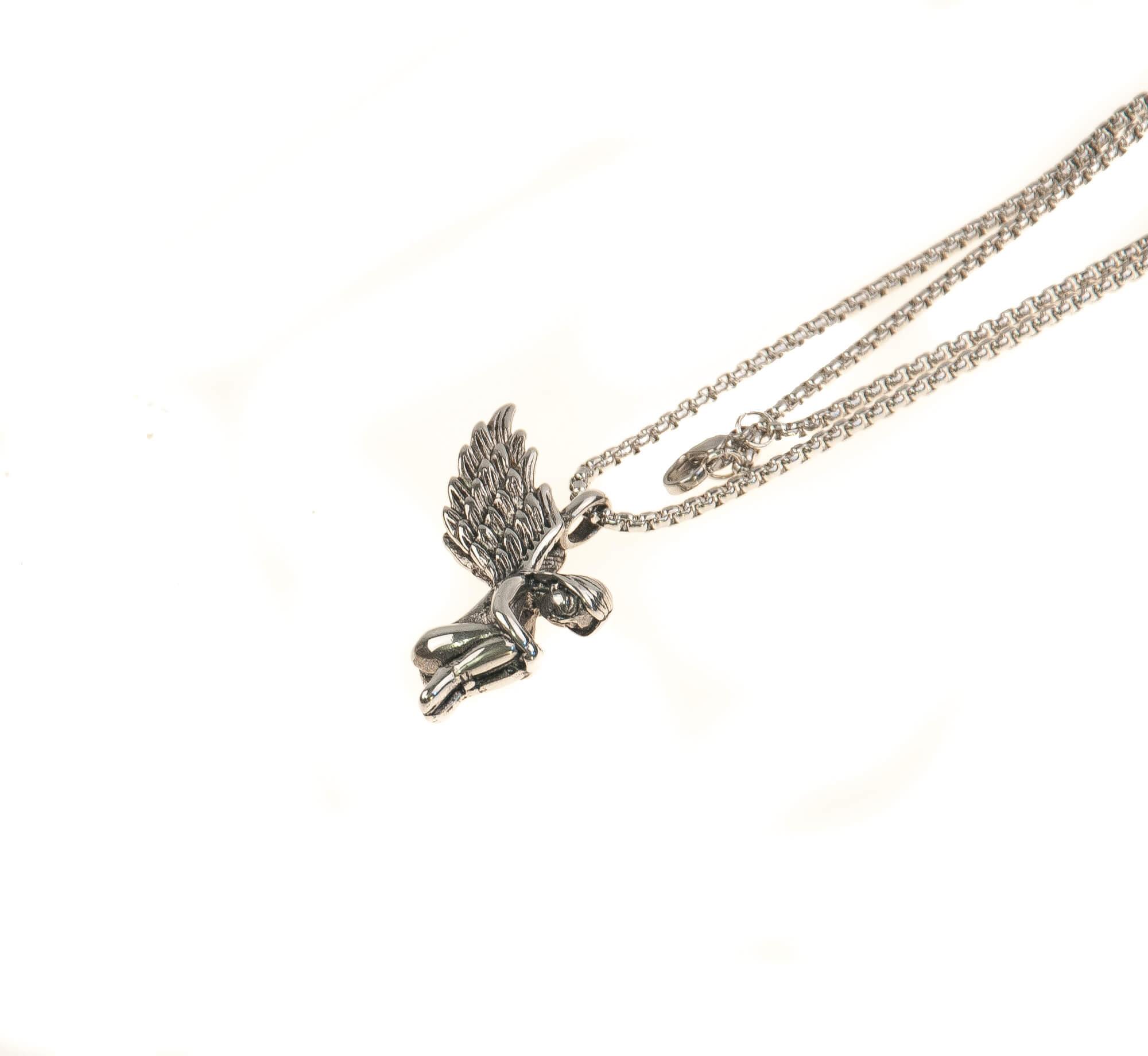 گردنبند استیل نقره ای با طرح فرشته نشسته NM1028